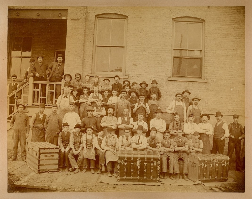 steamer-trunk-factory-workers.JPG.scaled1000