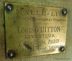 Malle_lit__Vuitton__brut_plaque__1