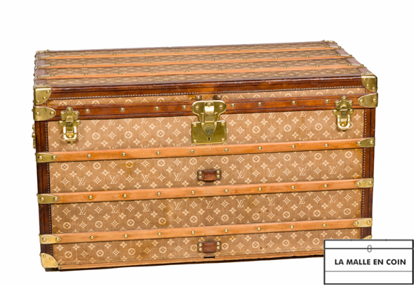 02a3b5b4cc0 The different types of trunks - Louis Vuitton