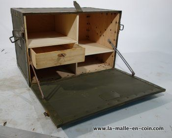 la malle en coin malle a restaurer decorer. Black Bedroom Furniture Sets. Home Design Ideas