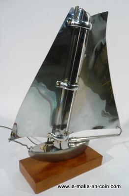 la malle en coin extraordinaire lampe voilier brocante. Black Bedroom Furniture Sets. Home Design Ideas