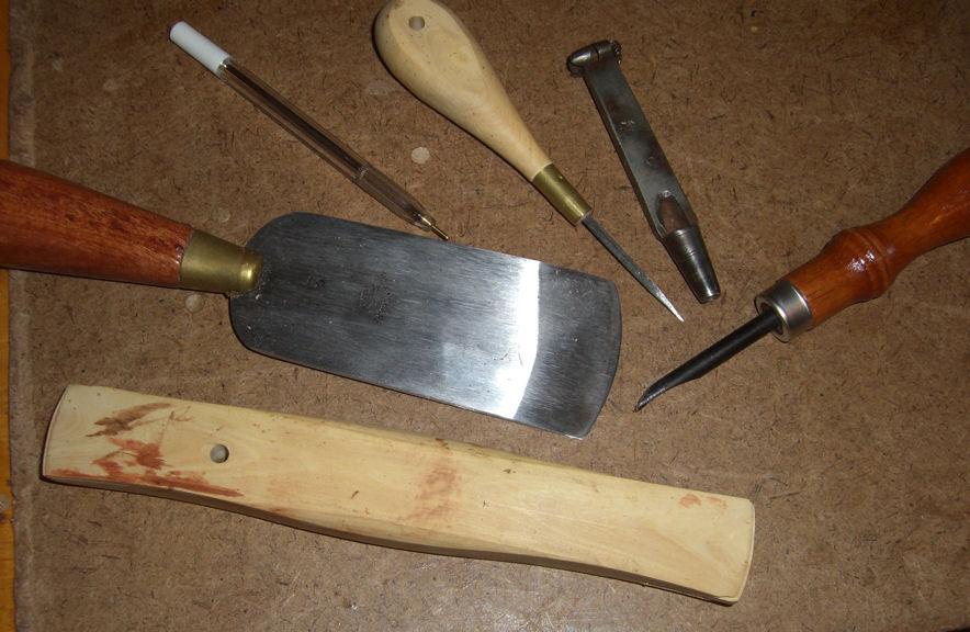 La malle en coin le cuir - Comment enlever du stylo sur du cuir ...