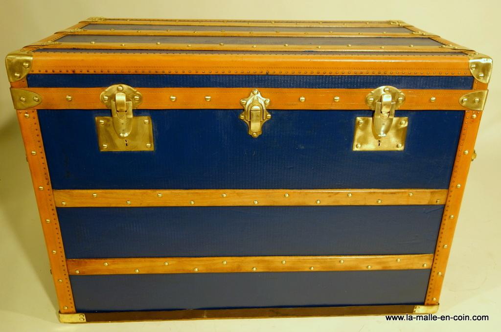 la malle en coin rp1392 malle commode bleue malles plates. Black Bedroom Furniture Sets. Home Design Ideas