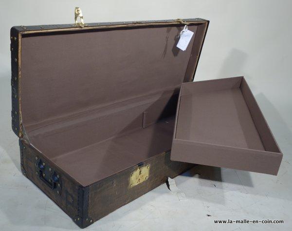 la malle en coin rp1548 malle pantaloniere malles plates. Black Bedroom Furniture Sets. Home Design Ideas