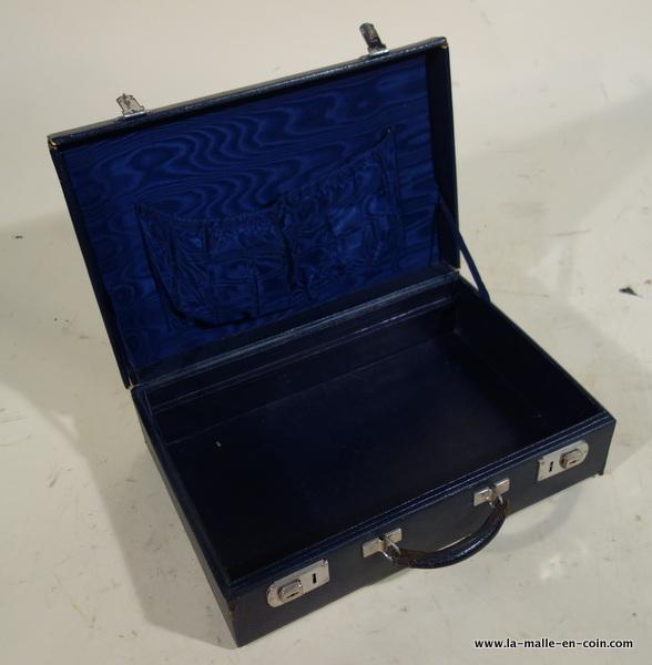 la malle en coin rv2034 valise cuir noir bleu malle a restaurer decorer. Black Bedroom Furniture Sets. Home Design Ideas