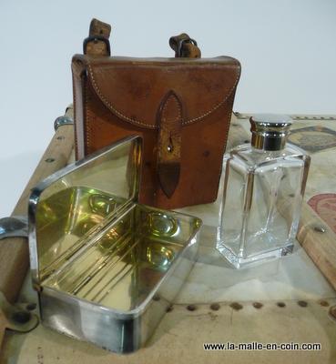 La malle en coin r967 n cessaire bagages - Necessaire pique nique ...