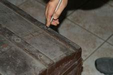 La malle en coin les tapes de restauration d 39 une malle en bois - Renover malle en bois ...