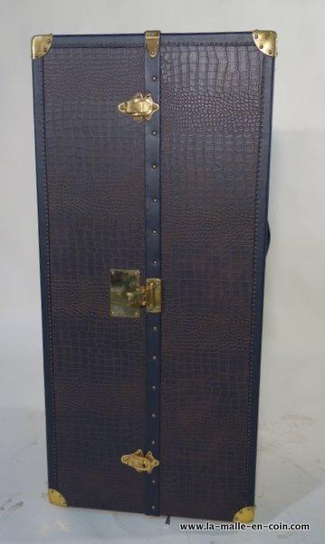 R1016 Wardrobe trunk coated with imitation crocodile leather