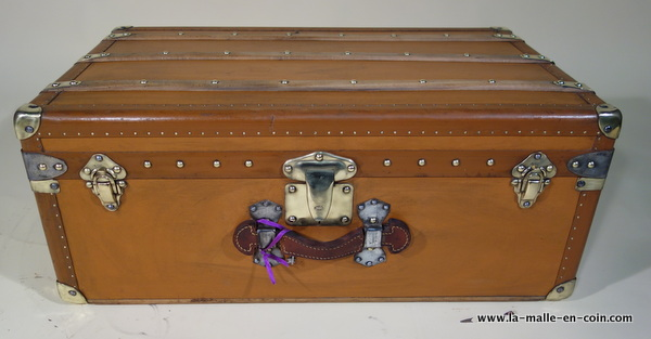 R1990 Moynat cabin trunk with its key