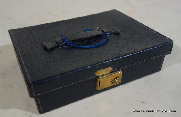 R2038 Etui nécessaire de toilette avec sa clef