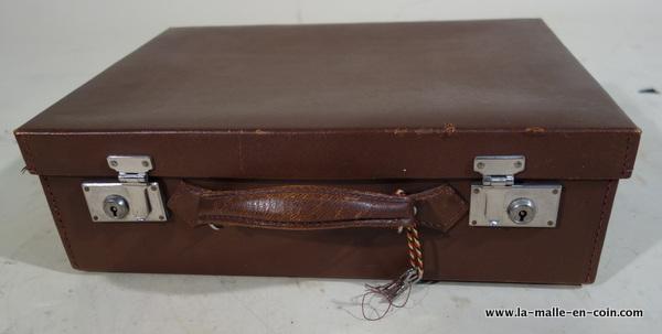 R2039 Valise en cuir nécessaire avec sa housse et sa clef