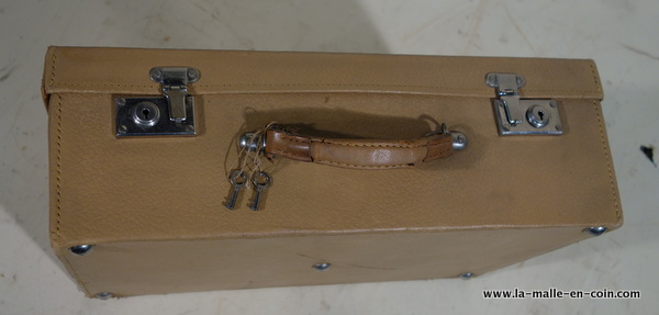 R2027 Beige leather suitcase with key