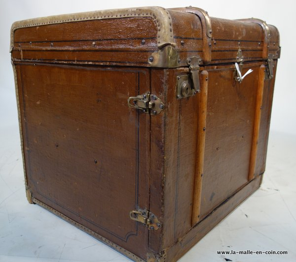 R345 Bentwood banded hat trunk