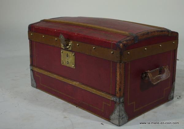 R1463 Malle poupée rouge DT