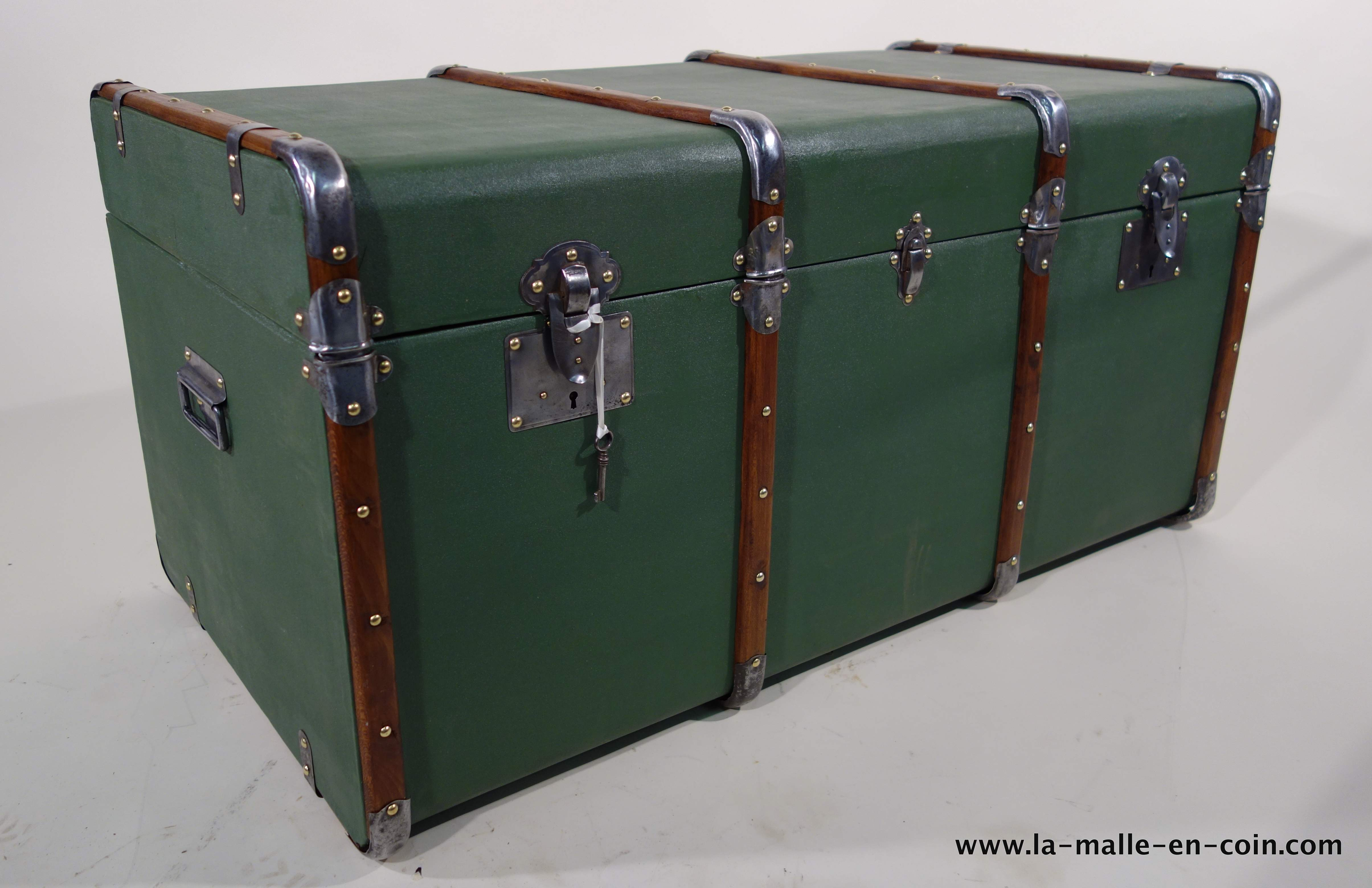 R1361 Green steamer trunk with key