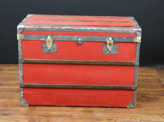 R2362 Flat-topped steamer trunk