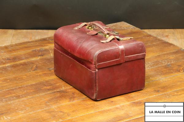 R2434  Sac de toilette en cuir rouge