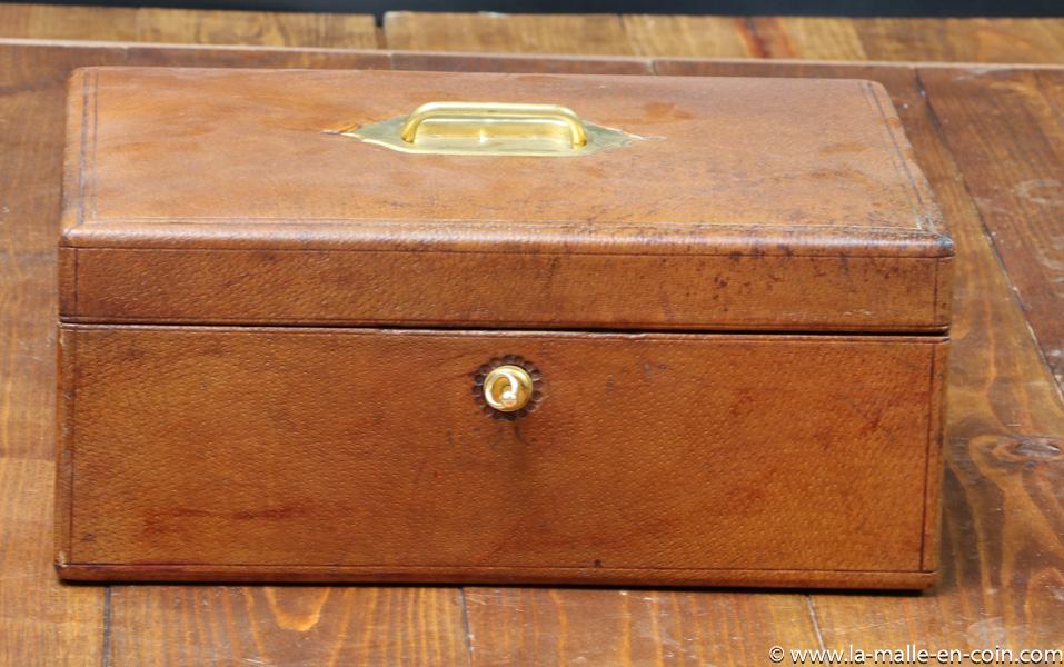 R2264 Leather travel box
