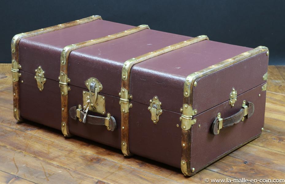 R2266 Malle cabine VENDUE cintrée Violet - bordeaux avec clef