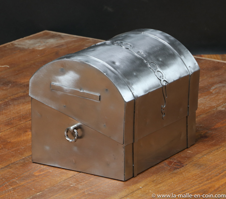 R1483 Metal dome top chest