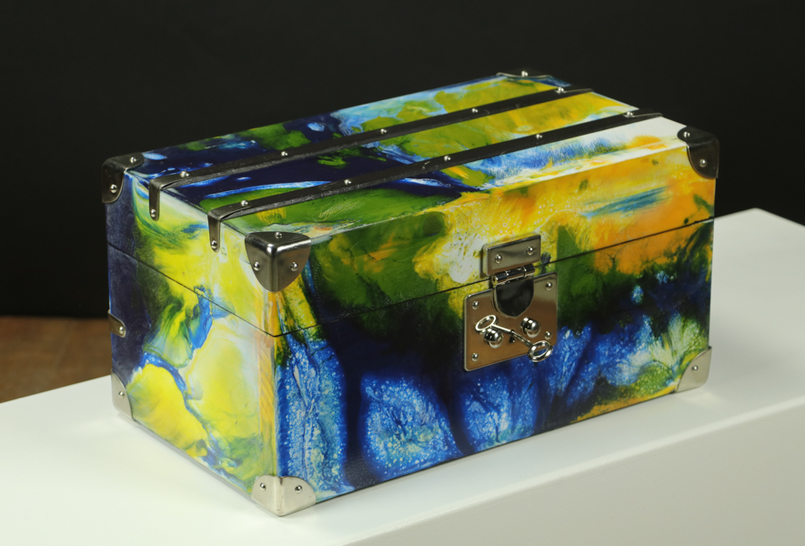 R2642 Little trunk  / jewelry box with key