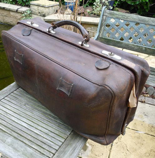 R403 Leather travel bag