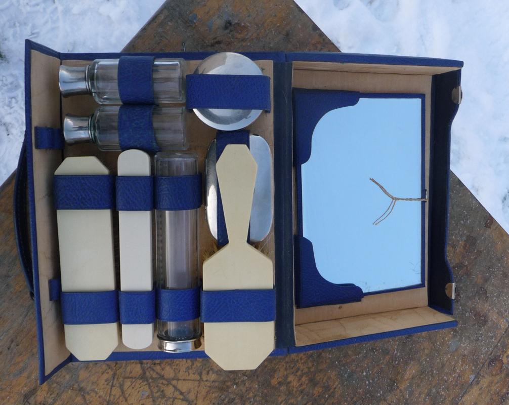 R423 Nécessaire de toilette cuir bleu