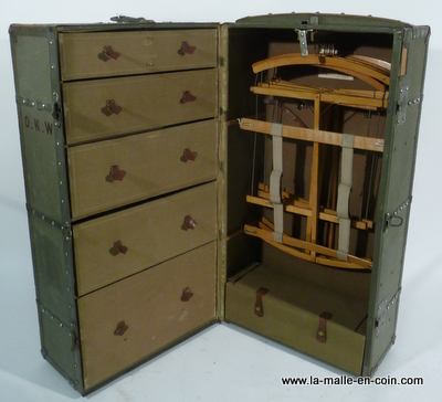Malle wardrobe Moynat R944