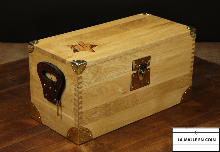 R2698  Oak chest mounted in a straight shank
