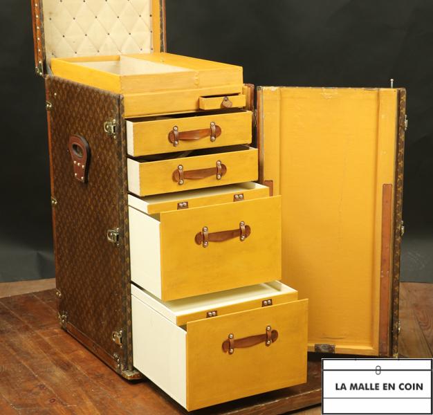 Louis Vuitton linen trunk R2801