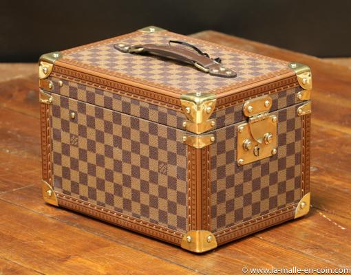 DV20 Vanity-case Louis Vuitton damier avec clef
