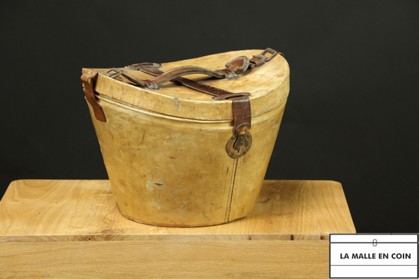 R1970 Hat leather trunk with hat
