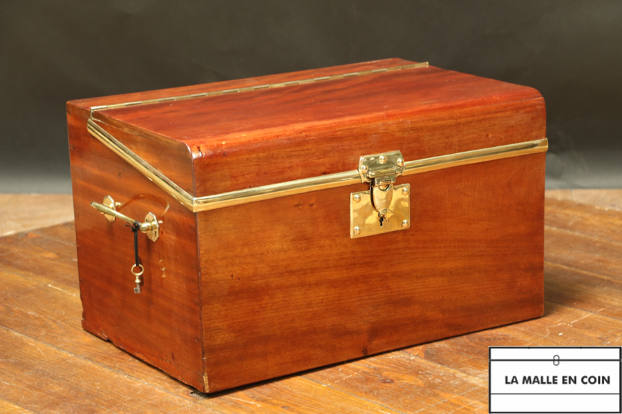 Rare car trunk in mahogany R2827