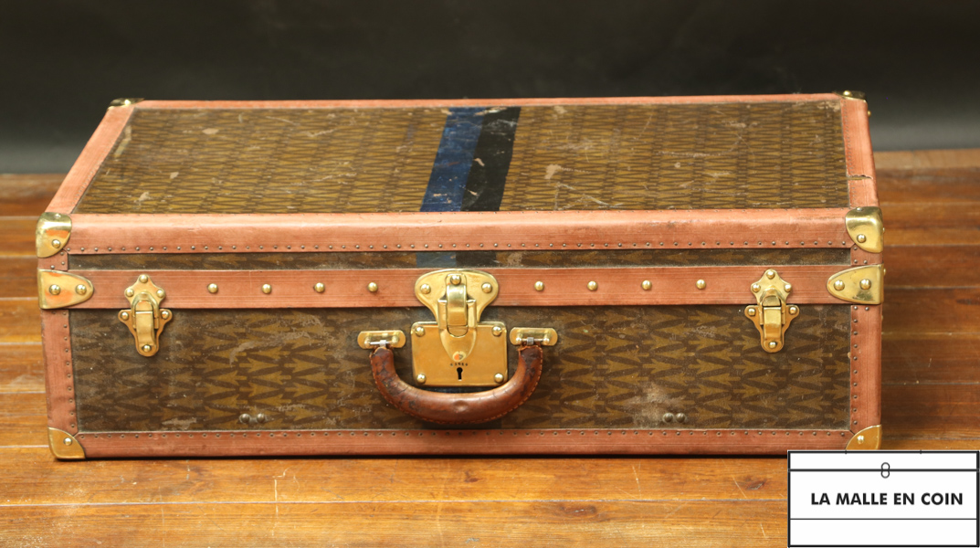 Suitcase monogrammed with arrows r2830
