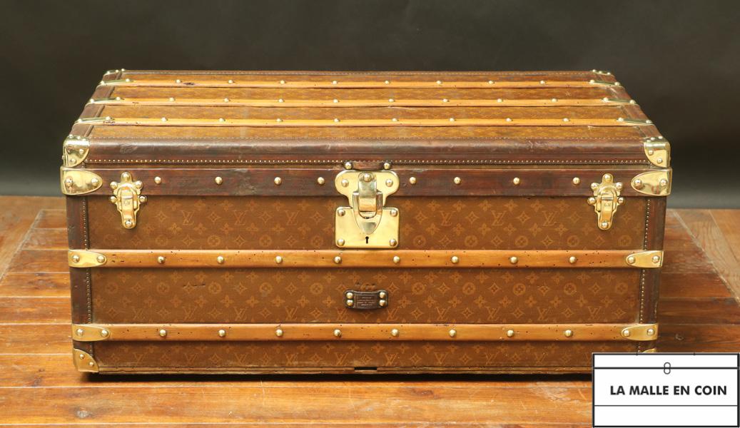 Louis Vuitton monogrammed trunk 1st series R2843