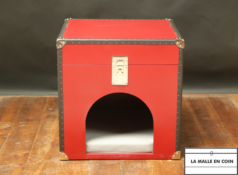Red doghouse or cathouse like a trunk R2852