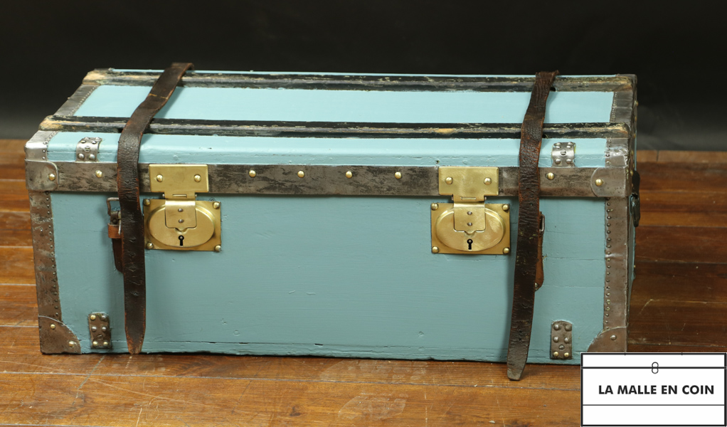 Flat car trunk with leather straps R2668