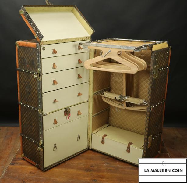 Very large Moynat checkered Wardrobe trunk  R2908