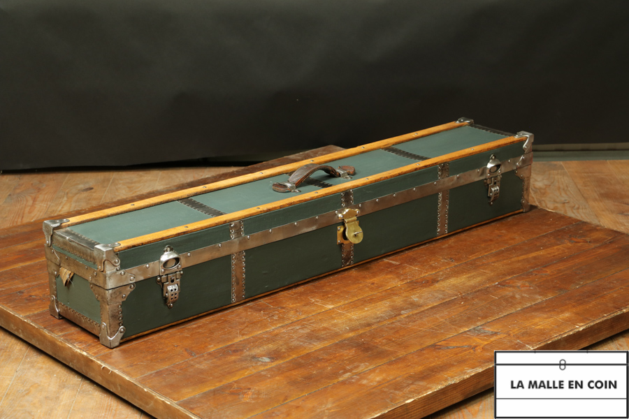 Very rare trunk of 130m long R2729