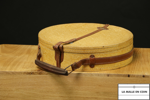 R1465 Hat box  Banjo