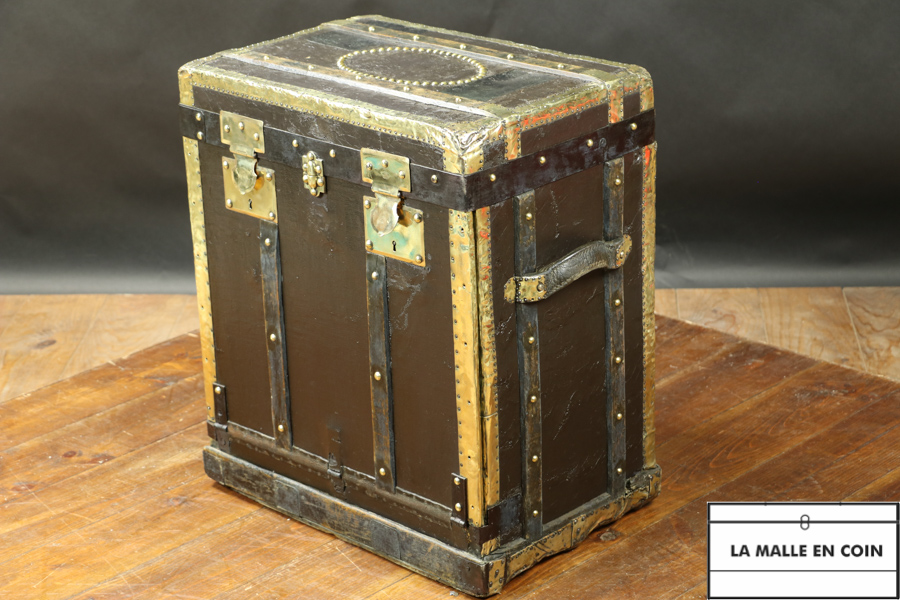 Black Lavolaille style trunk  R2874