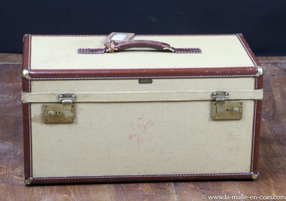 R2464 Grand vanity case
