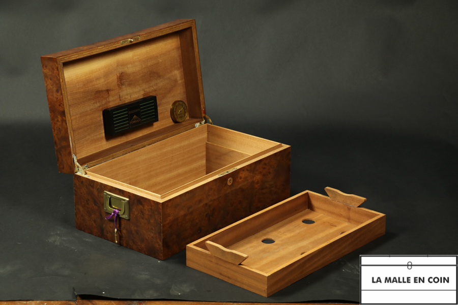 Cigar humidor with key  R1732