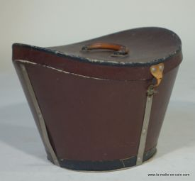 R320 chapeau carton brune
